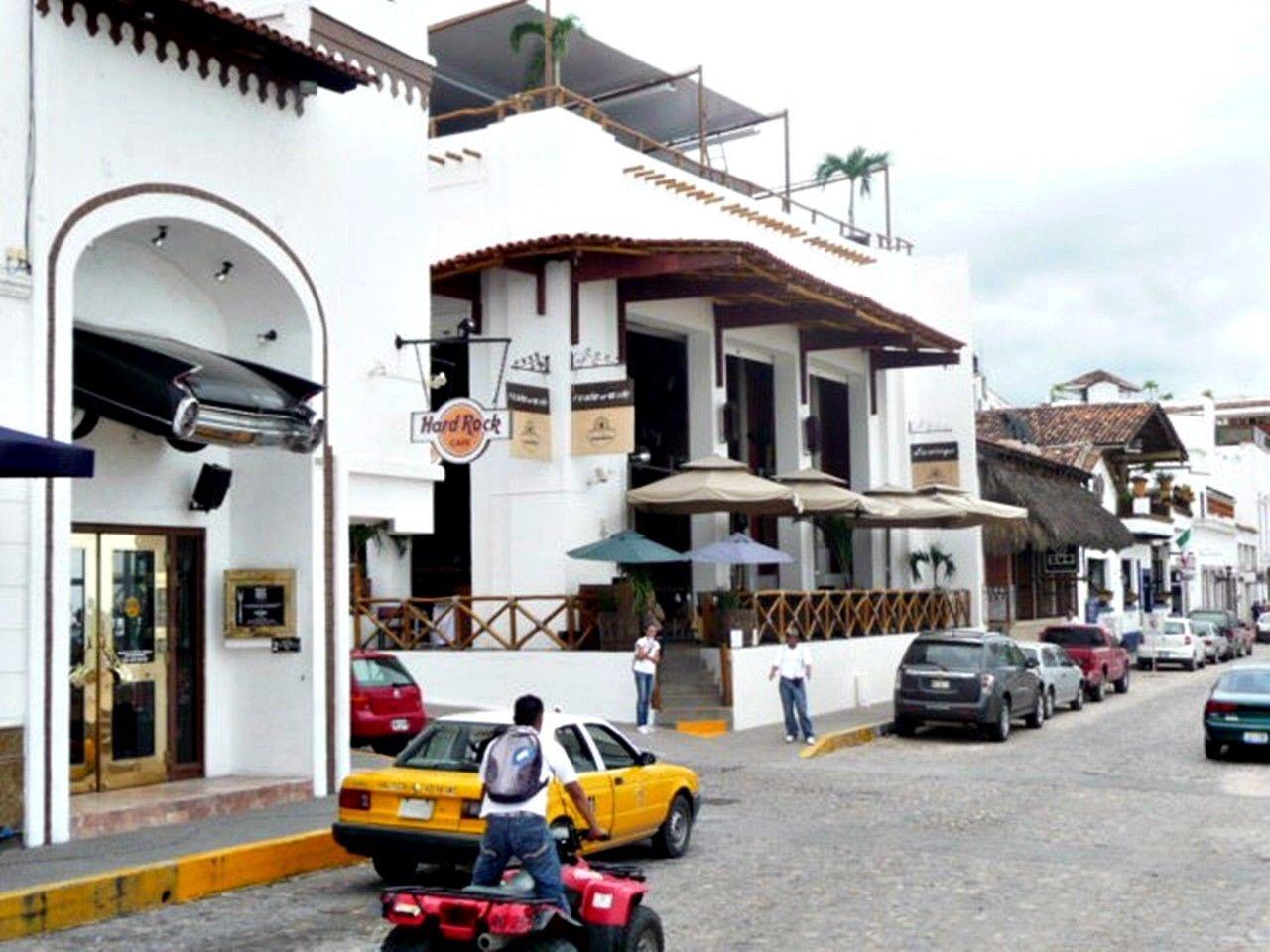 Puerto Vallarta en el recuerdo, Hard Rock Cafe, locales emblemáticos de los 70