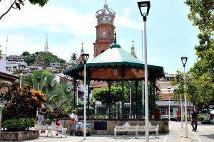Plaza de armas, el segundo sitio más concurrido de Vallarta